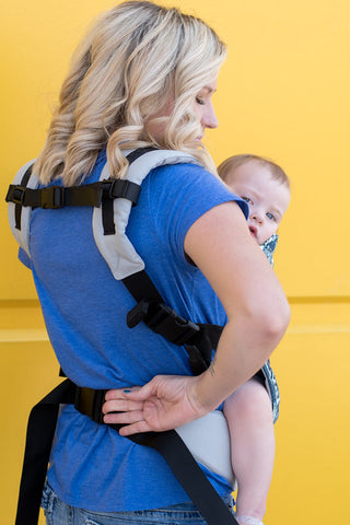Breastfeeding in a Kinderpack - Loosen the waist belt