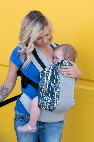 Breastfeeding in Kinderpack - Tighten your straps