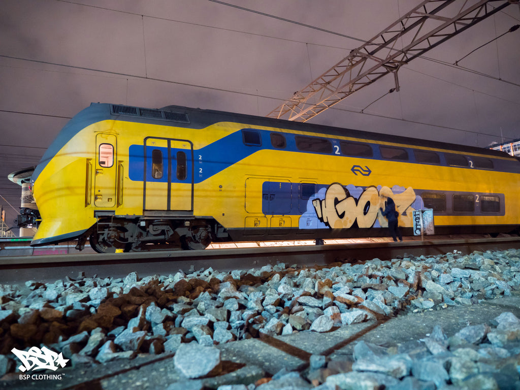 amsterdam train graffiti