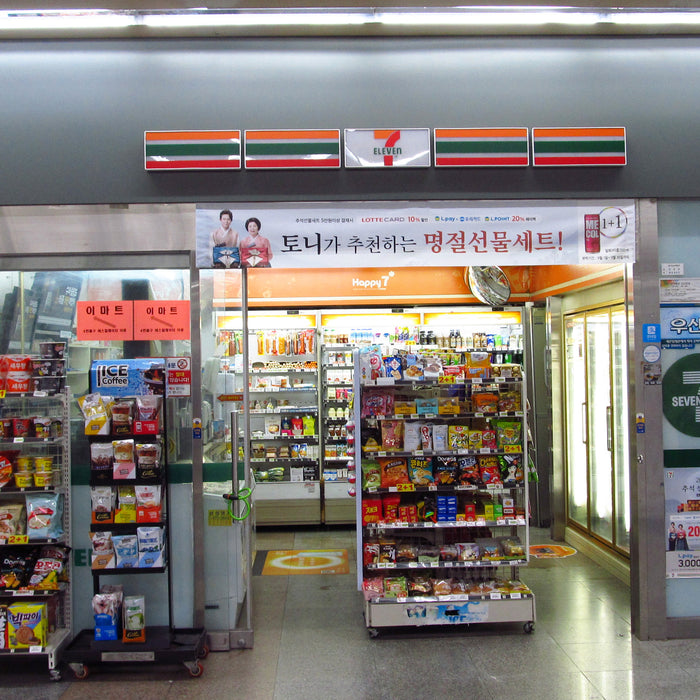 Korean Convenience Stores are NEXT LEVEL and DELICIOUS!