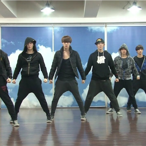 "Grab The Look: EXO's Dance Practice Outfit For ""History"""