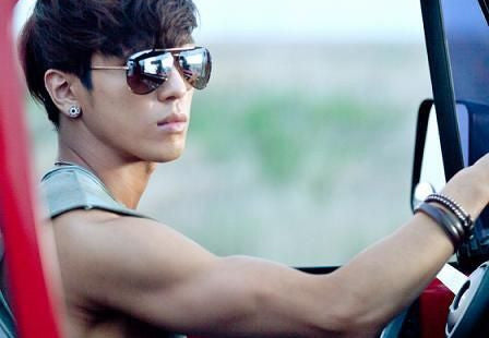 15 Male K-Pop Idols With Droolworthy Arms