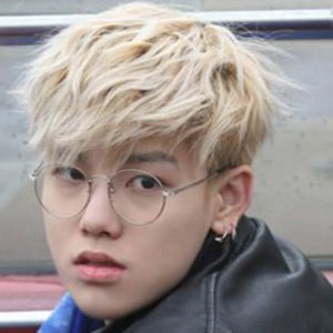 16 Pictures That Prove Glasses Make Male Idols Extremely Hot