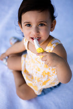Load image into Gallery viewer, Baby banana Toddler Toothbrush - Baby banana เเปรงกล้วยสำหรับเด็ก1-2 ปี