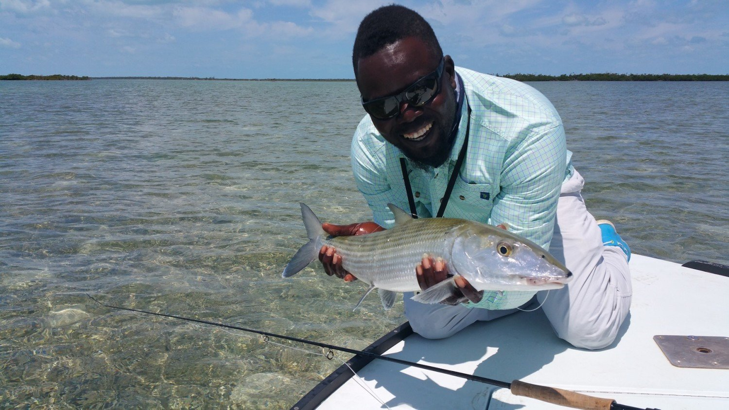 T&T Pro guide Meko Glinton with a nice Bahamian bone and the Solar 908