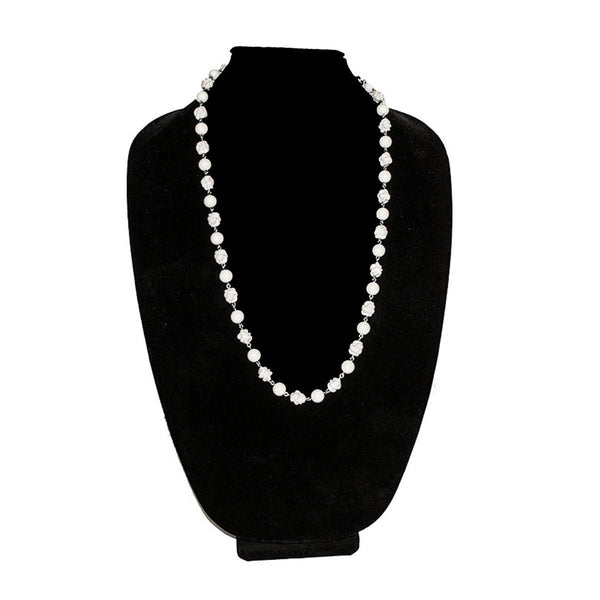 1960s White Floral Bead Necklace