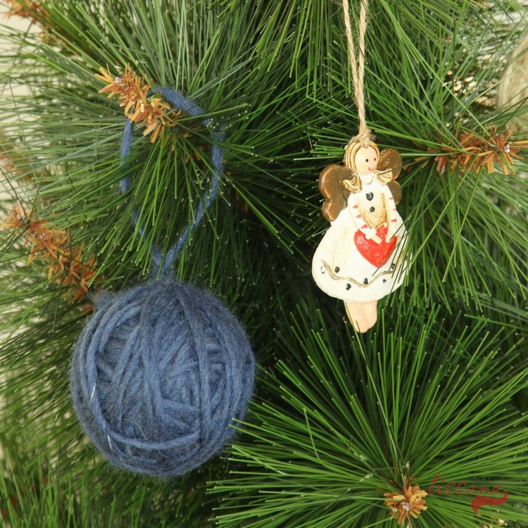 diy tutorial natural christmas decorations with yarn