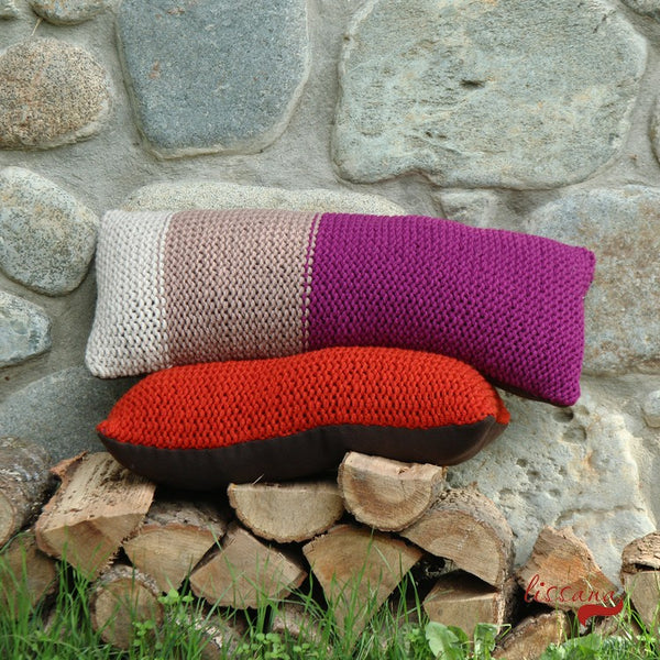 knit a pillow tutorial and free pattern UpCraft Club