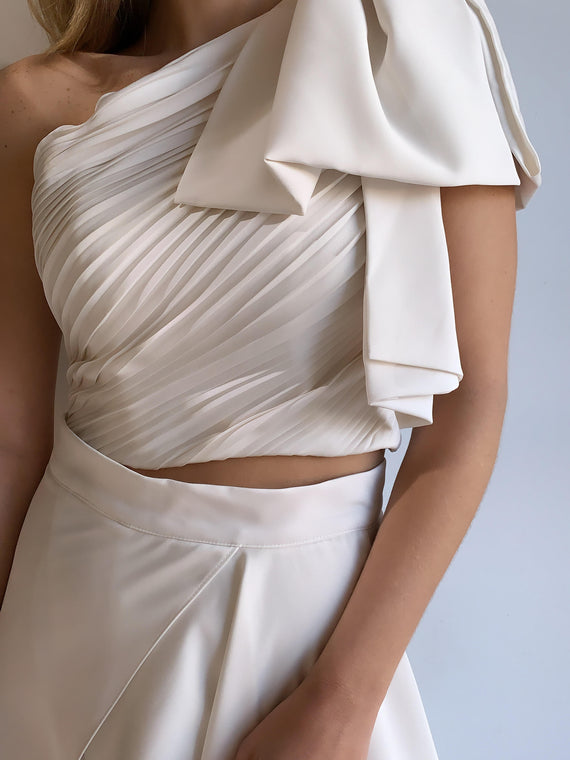 ONE SHOULDER SATIN TOP - OFF WHITE
