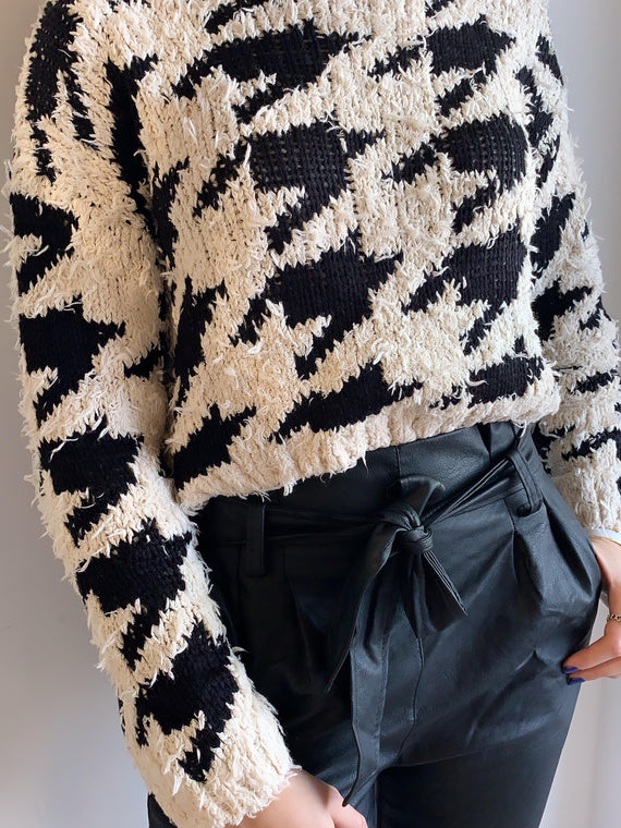 CREAM BLACK DISTRESSED SWEATER
