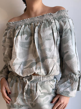 CAMO PRINT WASHED OFF SHOULDER BLOUSE