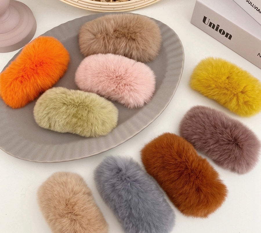 FW19 Faux fur hair clips