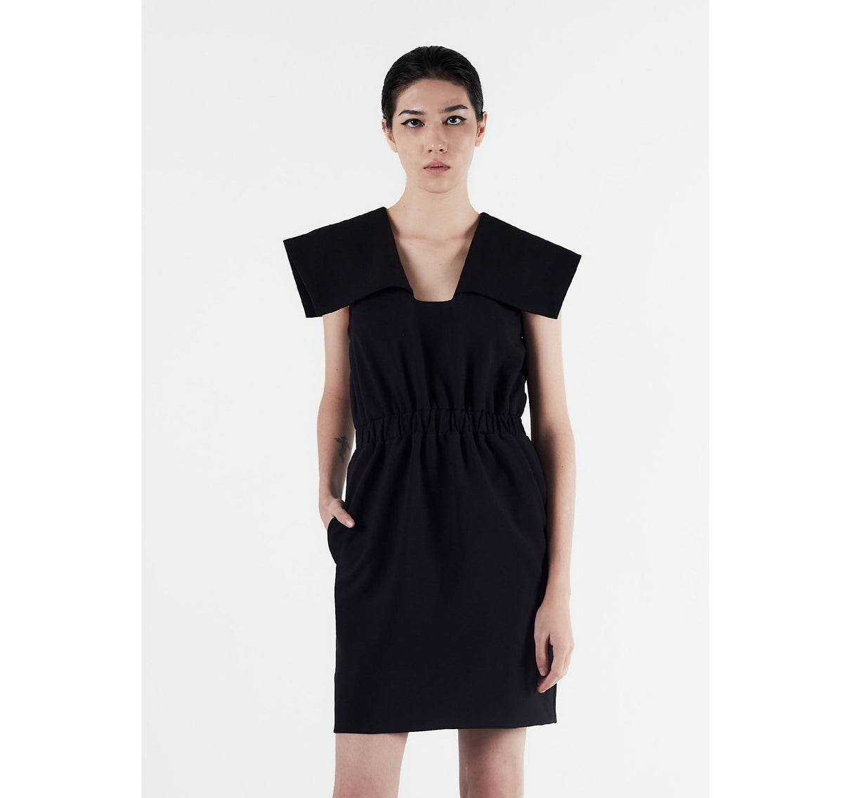 AMAP Op. 1 Minimalistic Square Collar Dress