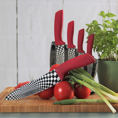 5 Knives every kitchen needs