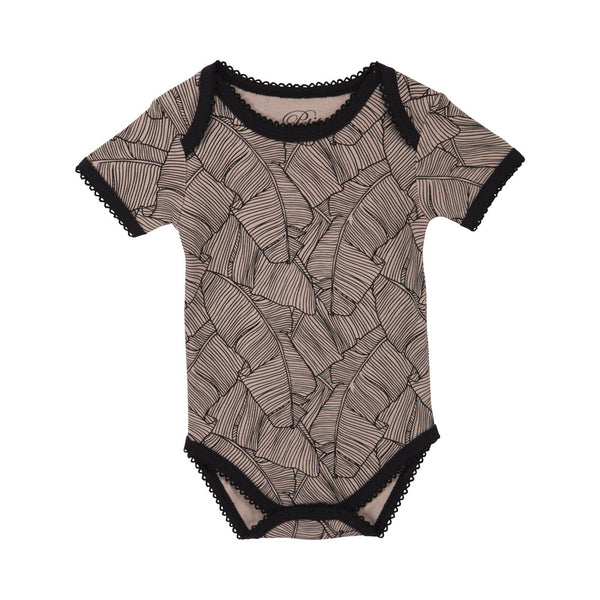 Fin body med blad print fra Petit by Sofie Schnoor.  100% bomuld.