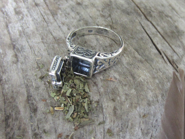 Poison Ring - Secret compartment locket ring - Sterling Silver