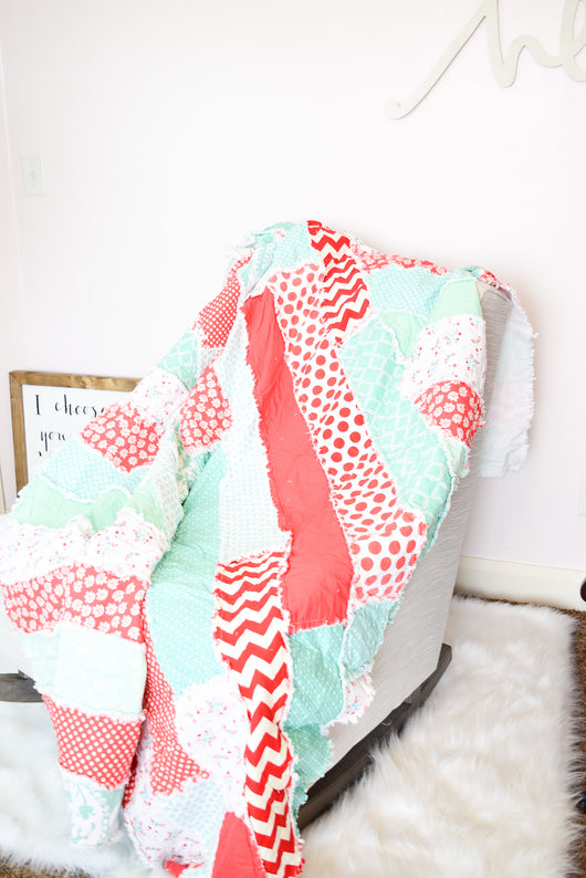 Twin Size / Oversized Throw Quilt for Home Decoration - Coral / Mint - Quilt - A Vision to Remember