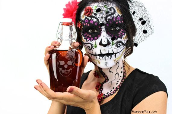 Rockabilly His and Her Skull Flasks - ScissorMill