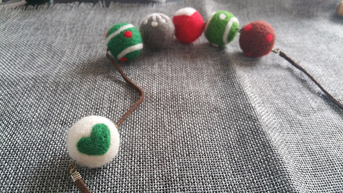 needle felt tutorials for beginners --How to make necklace, bracelet and keycharm with needle felted balls_3