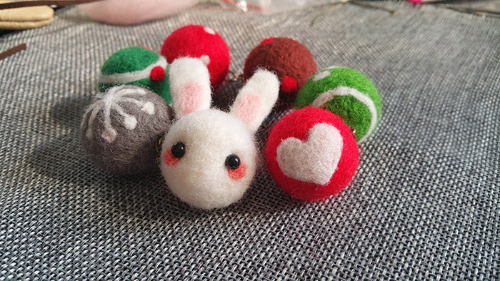 needle felt tutorials for beginners --How to make necklace, bracelet and keycharm with needle felted balls_2