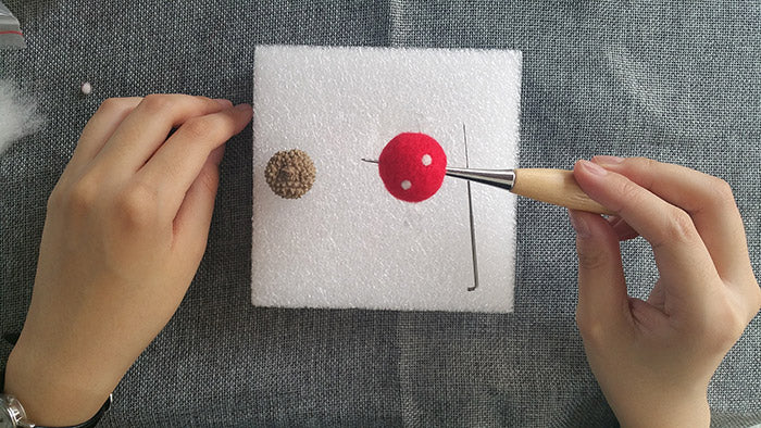 needle felt tutorials for beginners --How to make necklace, bracelet and keycharm with needle felted balls_5