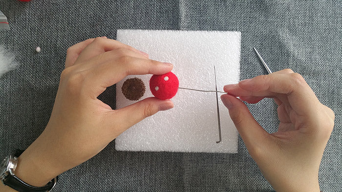 needle felt tutorials for beginners --How to make necklace, bracelet and keycharm with needle felted balls_8