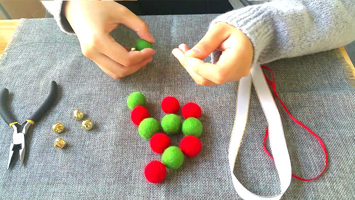 needle felt tutorials for beginners --How to make needle felted Christmas ornament mini wreath