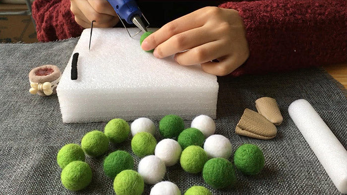 how to make needle felted christmas potted tree with. Black Bedroom Furniture Sets. Home Design Ideas