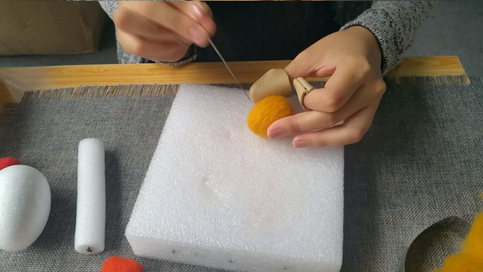 How to make needle felted wool Easter Egg