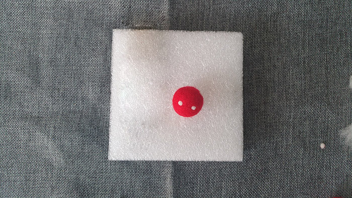 How to make needle felted wool ball with spots and hearts?——3
