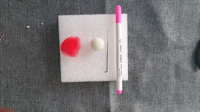 How to make needle felted wool ball with spots and hearts?——4