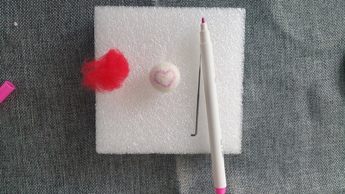 How to make needle felted wool ball with spots and hearts?——55