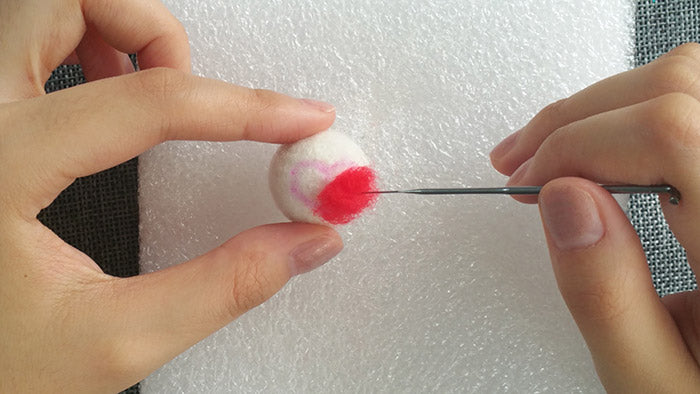 How to make needle felted wool ball with spots and hearts?——7