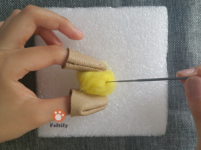 how_to_make_a-needle_felted_wool_ball_tutorials_for_starter_4