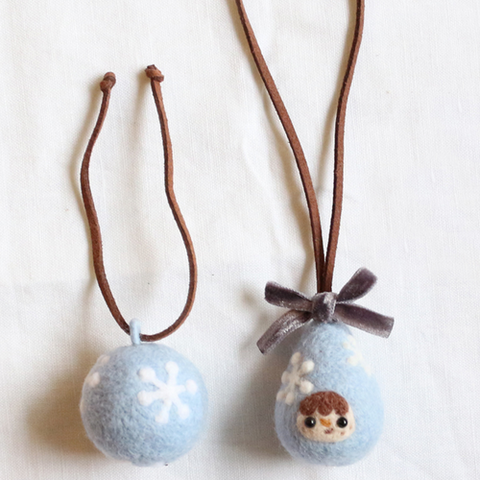 Handmade needle felted felting cute project Christmas snow keycharm accessories