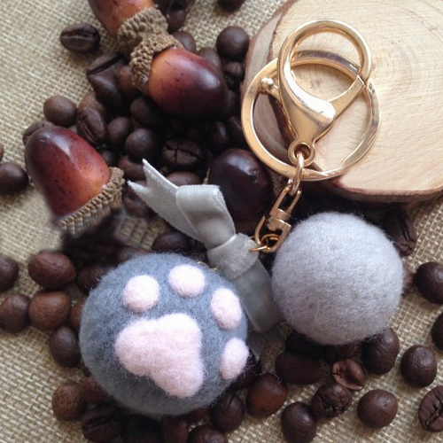 Handmade needle felted felting cute animal project cat claws keychain keycharms