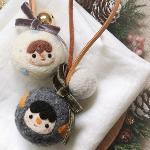 Handmade needle felted felting cute project snow penguin doll Christmas keycharm