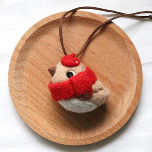 Handmade needle felted felting cute animal project Christmas bird necklace accessories