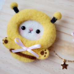 Handmade needle felted felting cute animal project dinosaur bee brooth necklace
