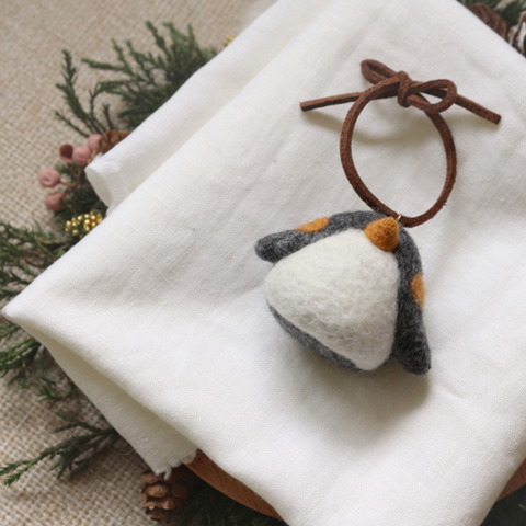 Handmade needle felted felting cute animal project penguin keycharm accessories