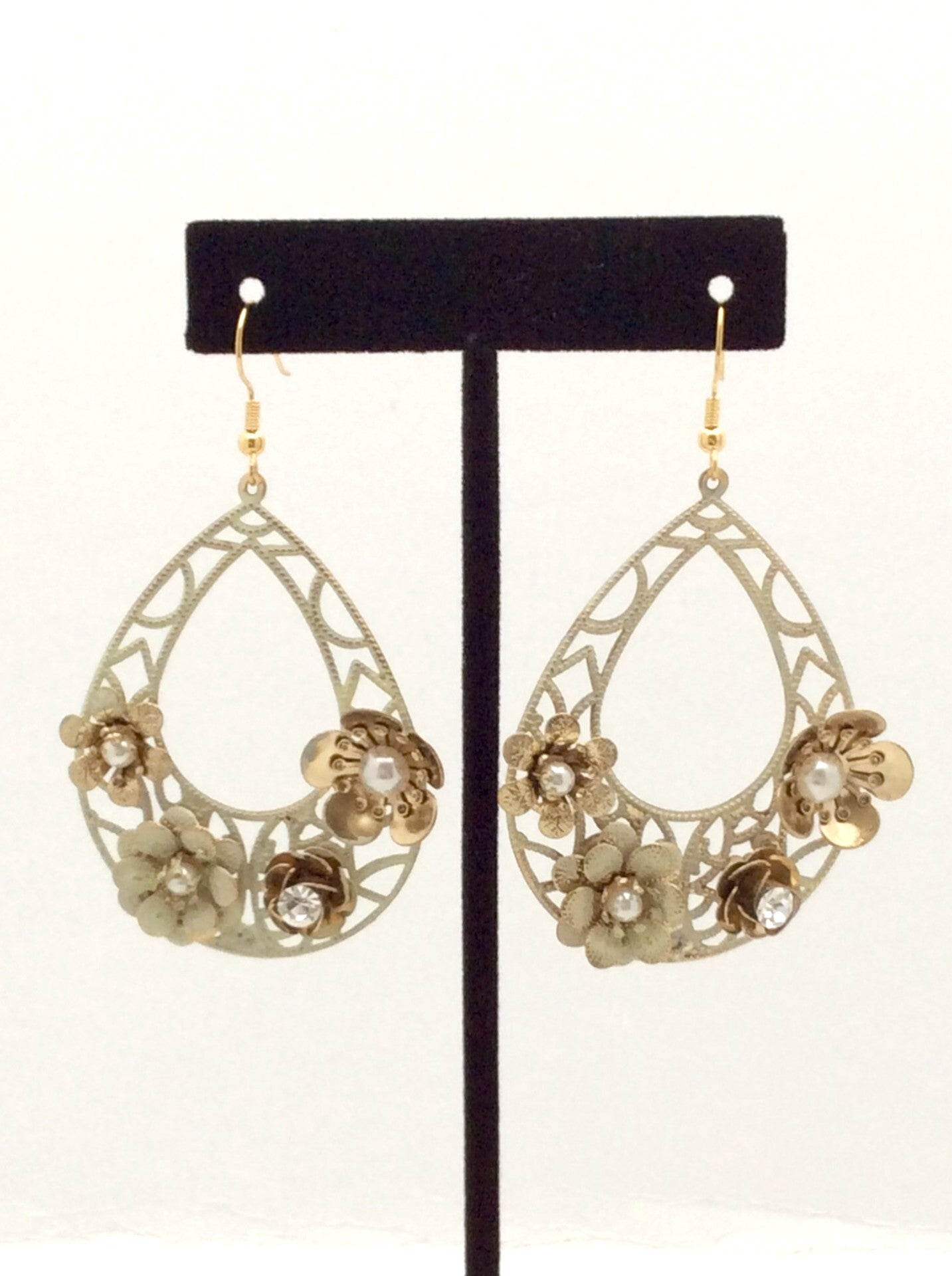 Vintage Flower Earrings - Spoiled Me Rotten Boutique