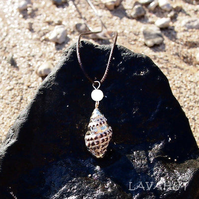 Spotted Thorn Drupe Seashell Hawaiian Pendant Necklace - Brown - Necklaces