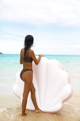 Kololo Pink Seashell floaty girl at the beach facing the sea