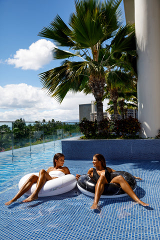 Kololo Black Marble Tube Pink Marble Tube floaty 2 girls relaxing at infinity pool smiling