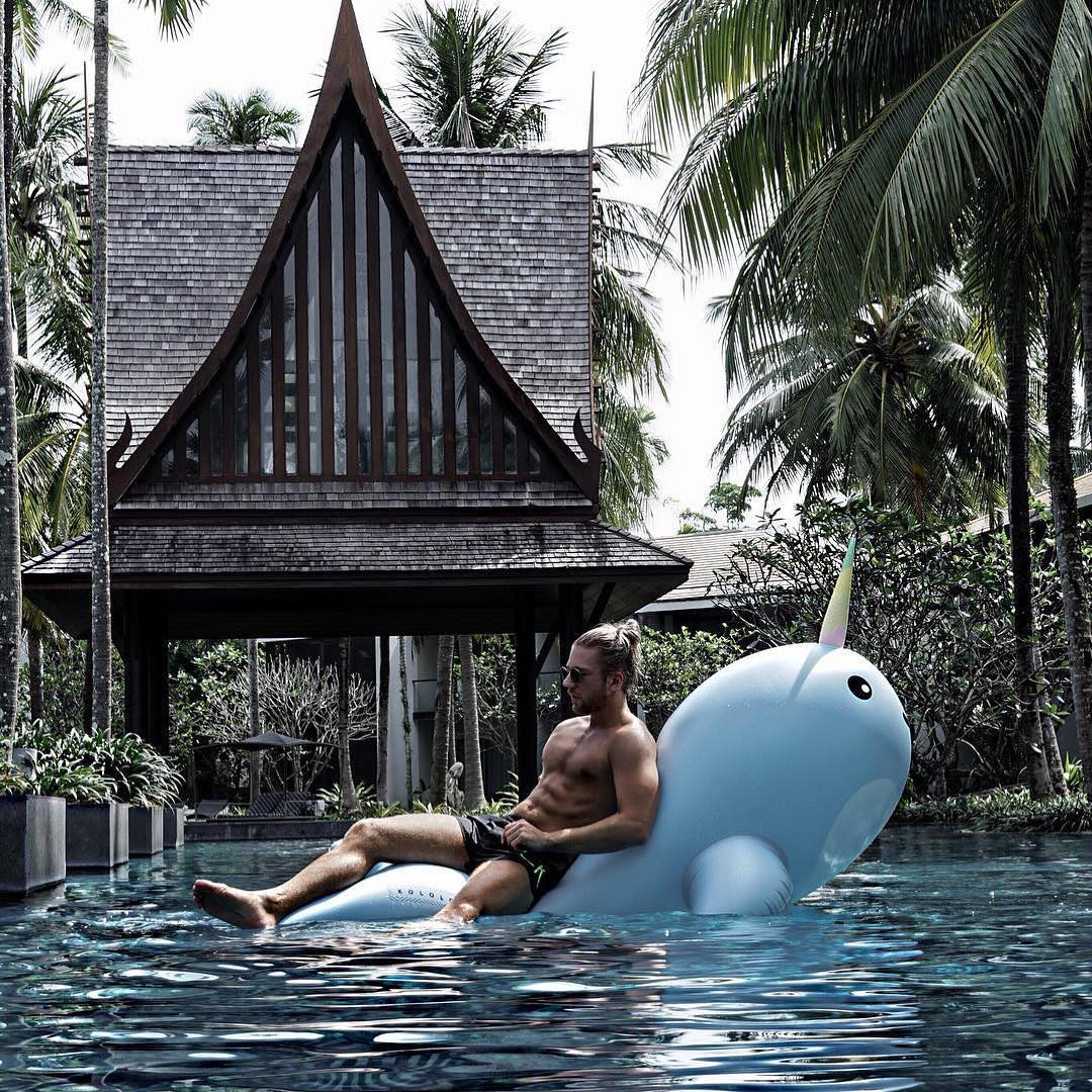 Giant Narwhal vacation - #GETFLOATY