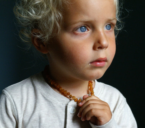 What is amber teething necklace and how it can be helpful to your baby? | Expert Advice