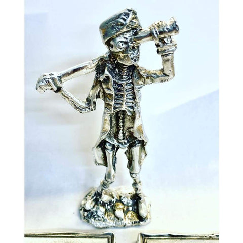 Around 3.5 ounce.999 fine silver drunken pirate statue