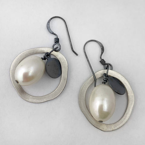 Rice pearl and circle earrings