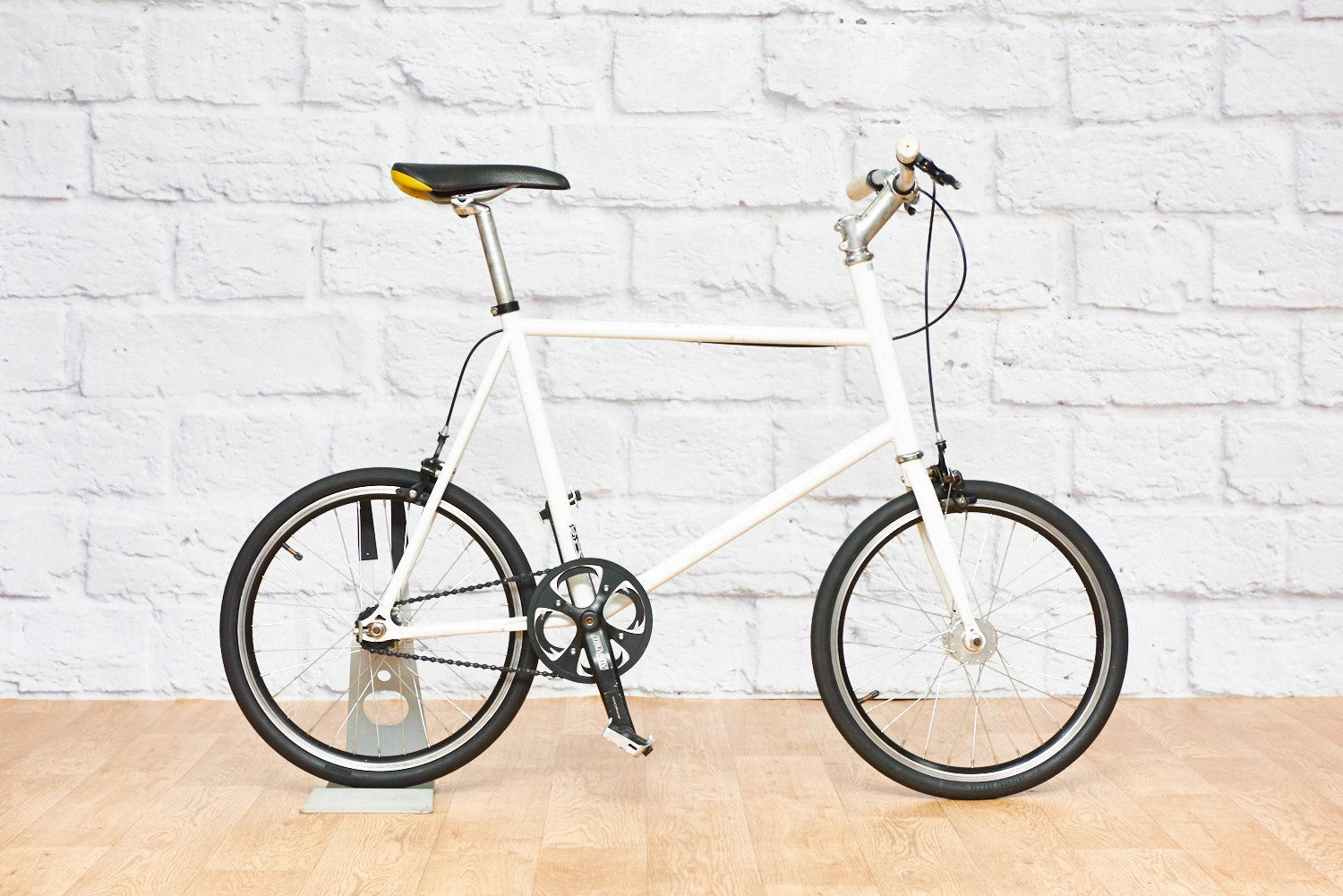 "Japanese-style Compact Town Bike (19"" frame)"