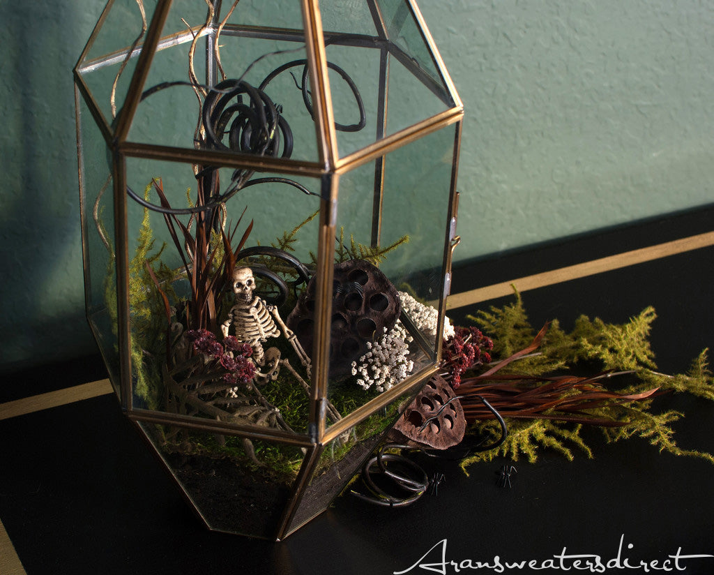Create something spooky this halloween with this terrarium! #halloween #DIY #decorations